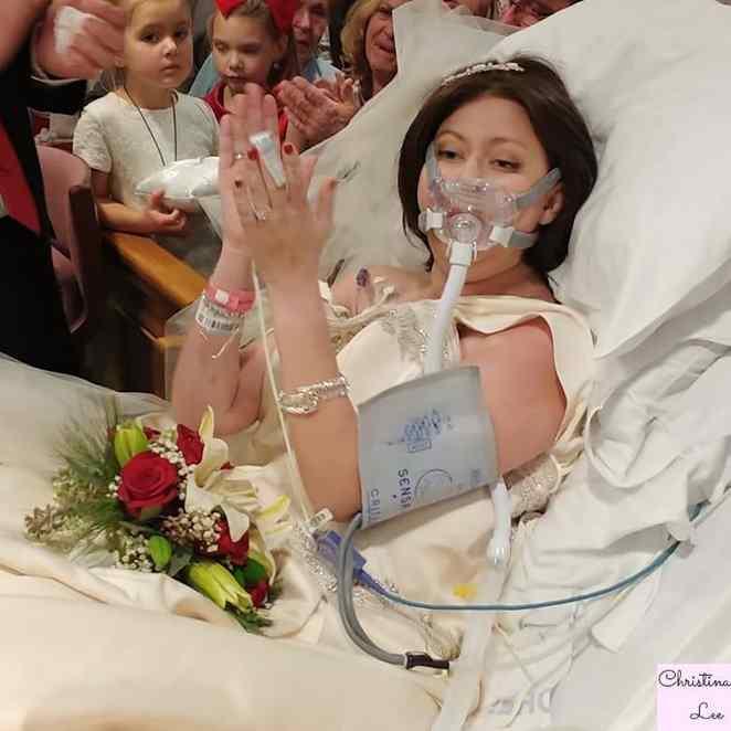Mulher com câncer terminal se casou com o grande amor e morreu pouco depois
