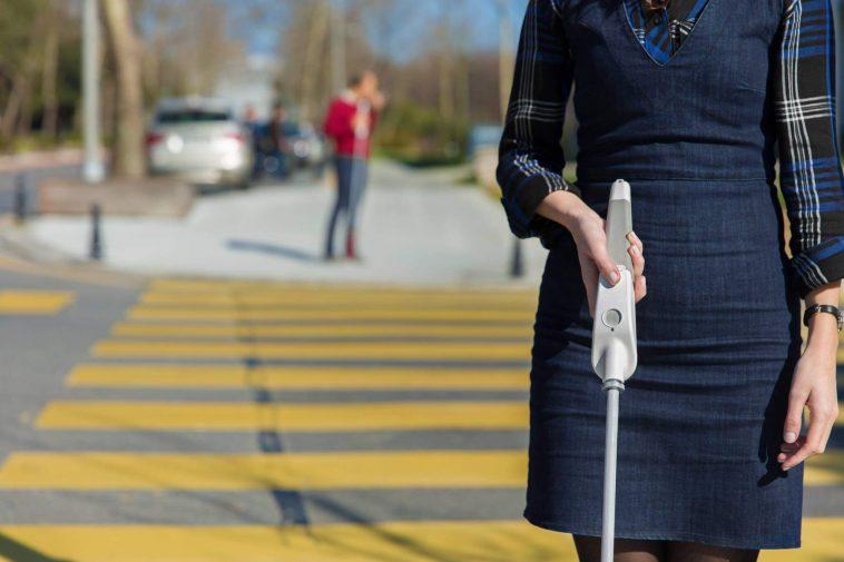 Engenheiro cego desenvolveu bengala inteligente com sensores de obstáculos ligada a Google Maps
