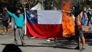Chile reduz salários de políticos pela metade após apelo popular