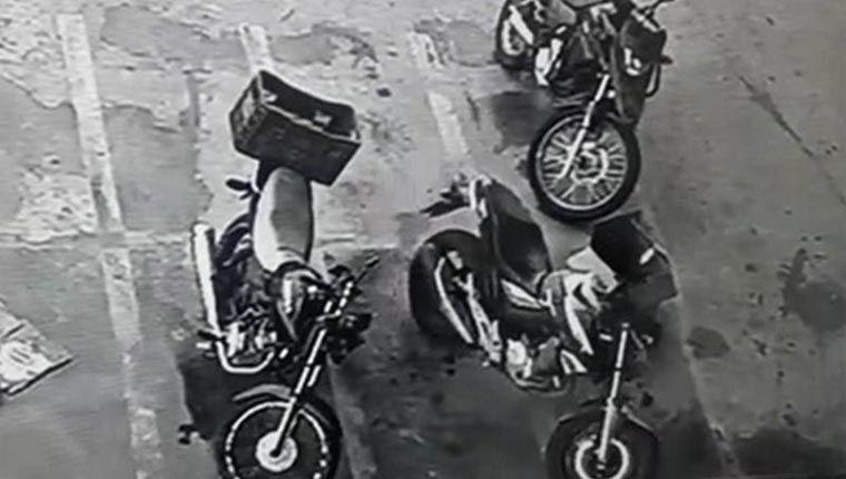 Vídeos engraçados: moto liga e anda sozinha em estacionamento e assusta todo mundo