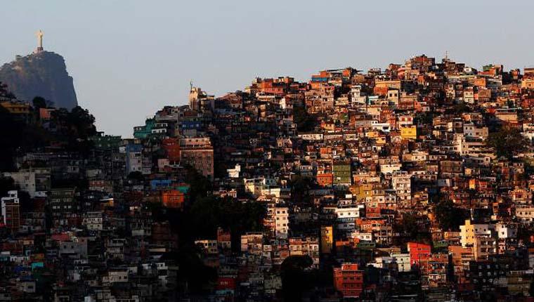Toque de recolher em favelas foi instaurado por traficantes e milícia