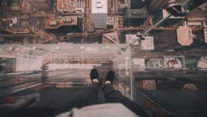 Medo de altura: você sabe o que é acrofobia?
