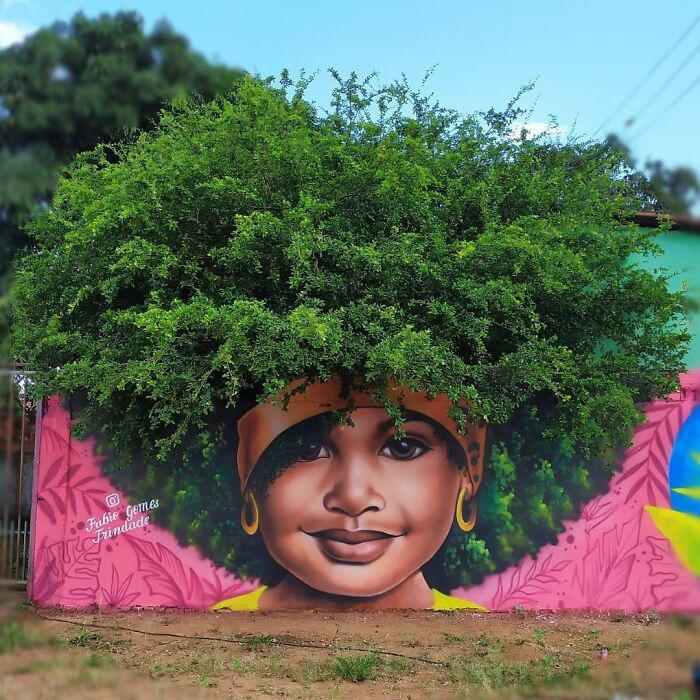 Artista brasileiro viraliza pinturas cabelos muros
